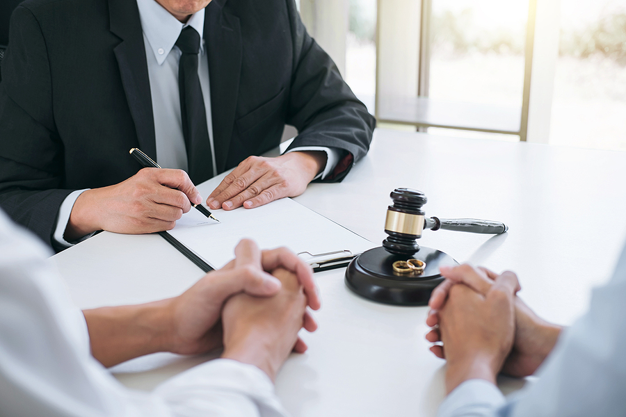 Best family lawyer in Sydney assisting a couple on their separation